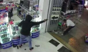 Registran violento asalto a tienda de celulares en Chorrillos