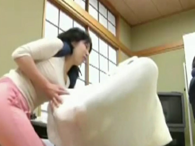 Japón: envuelven en tela a personas para mejorar su salud