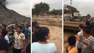 Vecinos toman a la broma evacuación y prefieren tomar fotos del río Huaycoloro