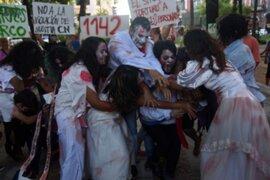 Cientos de 'zombies' protestan contra la reelección presidencial en Paraguay