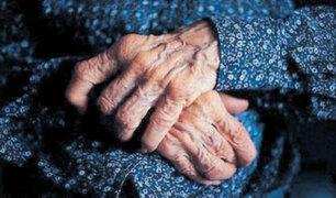 Comas: pitbull muerde a anciana