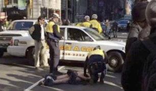 EE.UU.: hombre desnudo siembra el pánico tras robar un auto