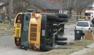 EE.UU.: niños salen volando al chocar autobús escolar