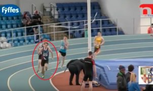 VIDEO: atleta irlandés pierde el primer lugar en carrera por 'culpa' de otro