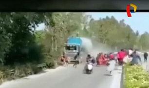 China: conductor pierde el control y atropella a 12 personas
