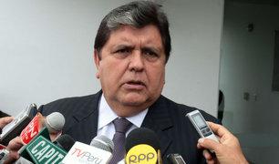 Alan García llegó al Perú y anuncia que acudirá a Fiscalía