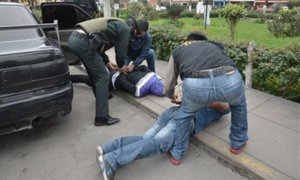 """Capturan a tres integrantes de la peligrosa  banda """"Los Charlys"""" de La Victoria"""