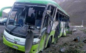 Al menos 19 muertos por volcadura de bus que iba de Argentina a Chile