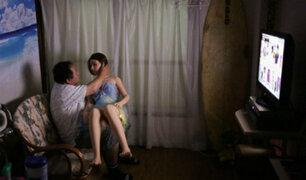 """Este japonés dejó a su familia para volverse """"novio"""" de una muñeca sexual [FOTOS]"""