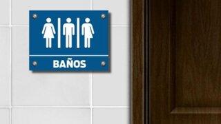 Donald Trump elimina norma que permitía a transexuales elegir baño en escuelas