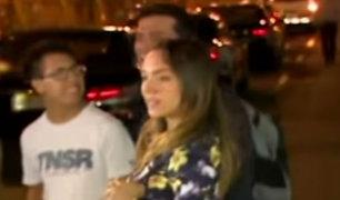 Isabel Acevedo regresó de viaje con Christian Domínguez y fue abucheada en el aeropuerto