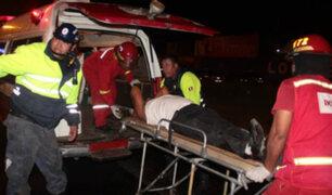 Cercado de Lima: pasajero quedó atrapado en combi tras choque