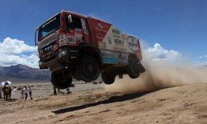 Espectaculares saltos con camiones en competencias extremas