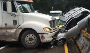 Mala: al menos cinco heridos tras choque de tráiler con camioneta