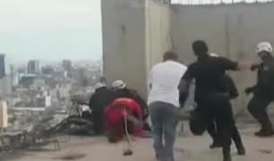 Lince: rescatan a hombre que intentó suicidarse desde alto edificio
