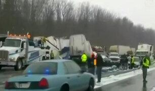 Choque múltiple: decenas de autos y camiones impactan en Nueva York