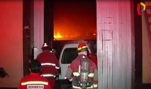 Voraz incendio consumió ferretería en San Luis