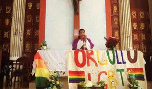 Sacerdote celebró misa con bandera gay en el altar