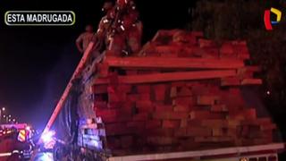 Surco: camión se incendia en plena Panamericana Sur