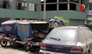 El Agustino: vehículos abandonados en exteriores de comisaría