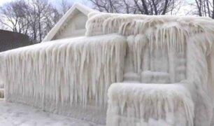 Casa quedó completamente cubierta de hielo en EEUU