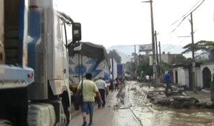 Pasajeros mortificados por congestión vehicular en la Carretera Central