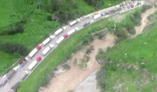 Imágenes aéreas muestran congestionamiento por bloqueo de carreteras