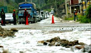 Huaicos e inundaciones continúan azotando diversas zonas del país
