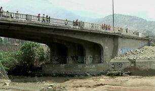 Puente Los Ángeles en riesgo de colapsar por crecida del río Rímac