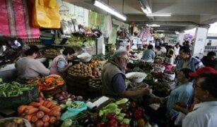 Limeños sufren por corte de agua y alza de precios