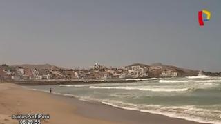 Huaicos ensucian playas del sur de Lima