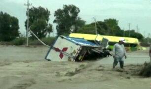 Trujillo: vehículos se vuelcan por el desborde del río Chicama