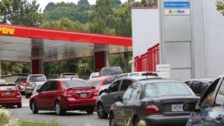 Venezuela: largas colas en estaciones de combustible por falta de gasolina