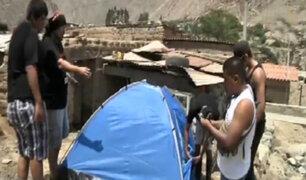 Entregan carpas a damnificados por huaicos en poblado de Nieve Nieve