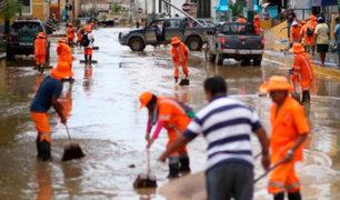 Con motobombas se drenó el agua que inundó la Plaza de Armas de Piura