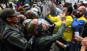 Opositores venezolanos son duramente reprimidos por la Guardia Nacional