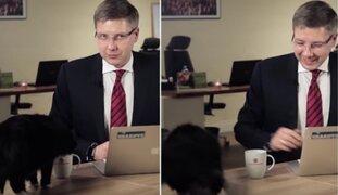 El momento en el que un alcalde de Letonia es interrumpido por su gato
