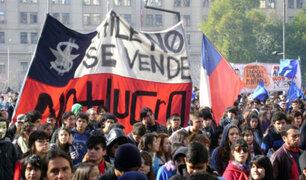 Chile: miles de estudiantes marchan contra reforma universitaria