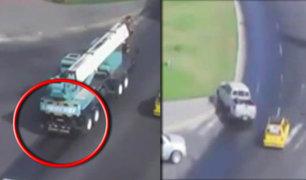 Chimbote: grúa derrama aceite sobre pista y provoca 3 accidentes