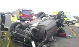 Reino Unido: rescatan a bebé y a su madre tras accidente en carretera