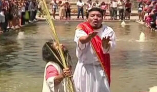 """""""Cristo Cholo"""" escenifica bautizo de Jesús en el paseo de las aguas del Rímac"""
