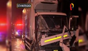 Ate Vitarte: un herido grave deja choque de camión con tráiler