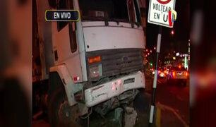 San Miguel: camión choca contra poste y chofer se da a la fuga