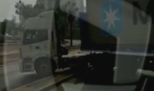 Miraflores: tráiler se sube a sardinel central para dar la vuelta en 'U'