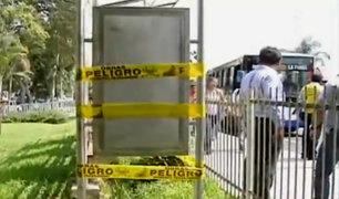 La Molina: paradero fue instalado en un parque enrejado y sobre un canal de regadío