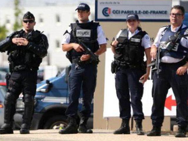 Francia: auto sospechoso obliga a cerrar dos centros de votación