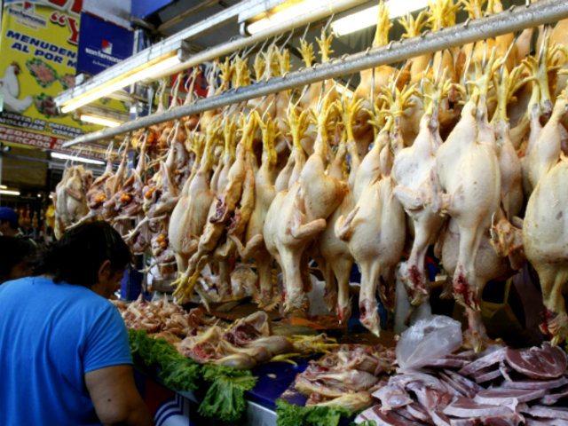 Precio del pollo registra una subida de 42% en mercado mayorista
