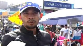 Venezolanos venden arepas y tisanas en las calles de Lima
