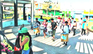 Huaral: jóvenes marchan con bandelora de grupo vinculado a Sendero Luminoso