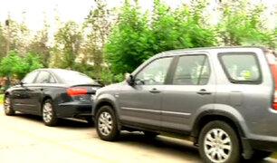 San Isidro: malos conductores estacionan sus vehículos en zonas prohibidas